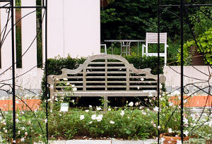 woodn garden bench
